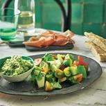 Melonen-Basilikum-Granité mit Salat,Schinken & Kräuterbrot