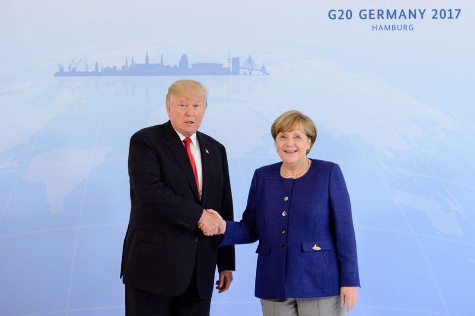 Uuups, schon wieder: Peinlicher Handshake-Gate bei Donald Trump!