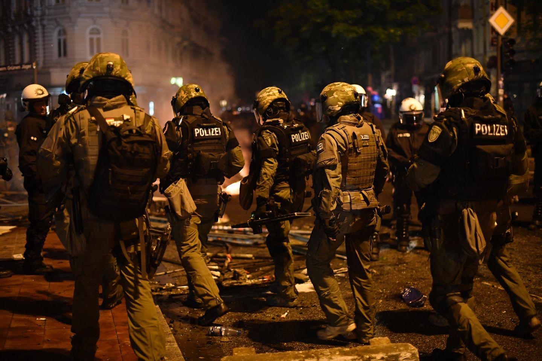 """""""Bin vollkommen am Ende"""" - Anonymes Protokoll eines G20-Polizisten"""