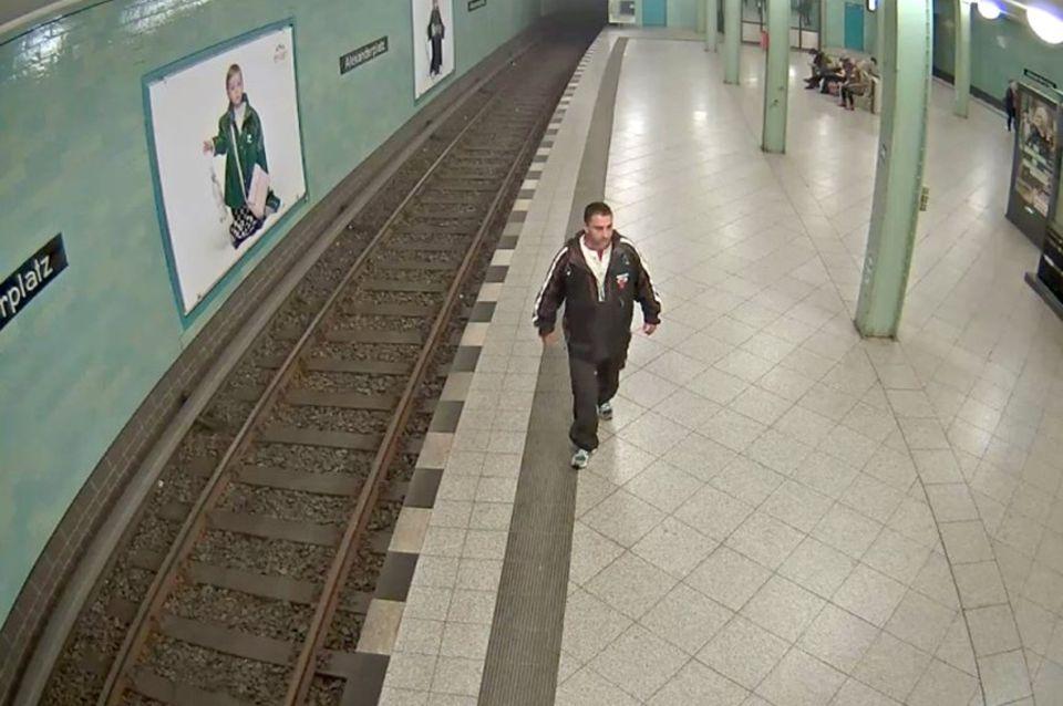Fotos der Überwachungskamera zeigen den mutmaßlichen Täter.