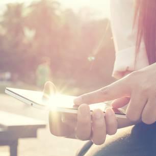 Schock-Nachricht: Enkelin bekommt SMS von ihrer toten Oma