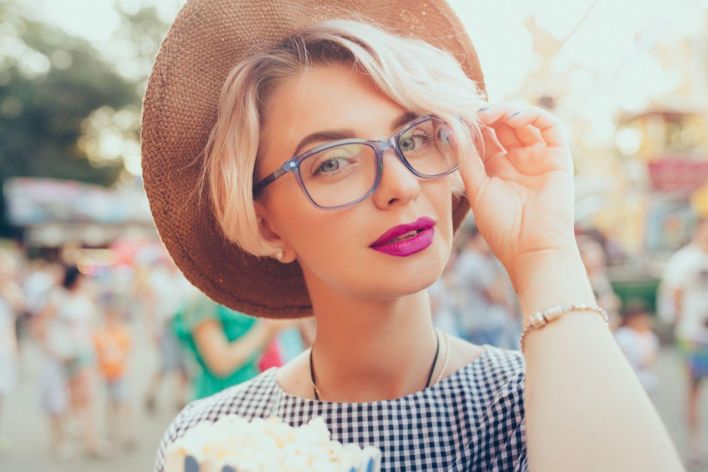 Intelligente Vornamen: Frau mit Brille