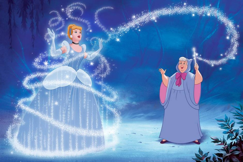 Disney-Prinzessin Cinderella in einem blauen Kleid