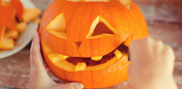 Kürbis schnitzen: Anleitung für Halloween