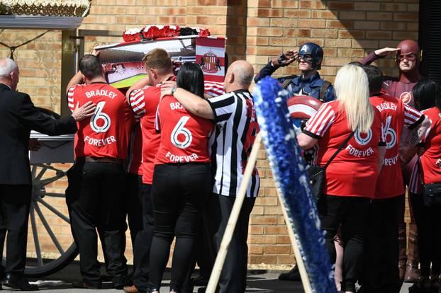 Himmlisches Spektakel bei Beerdigung des krebskranken Bradley Lowery
