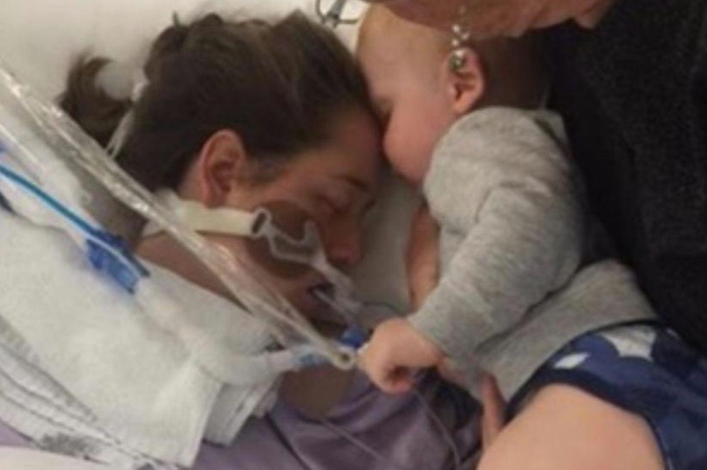 Der letzte Kuss – Kind küsst seine sterbende Mama