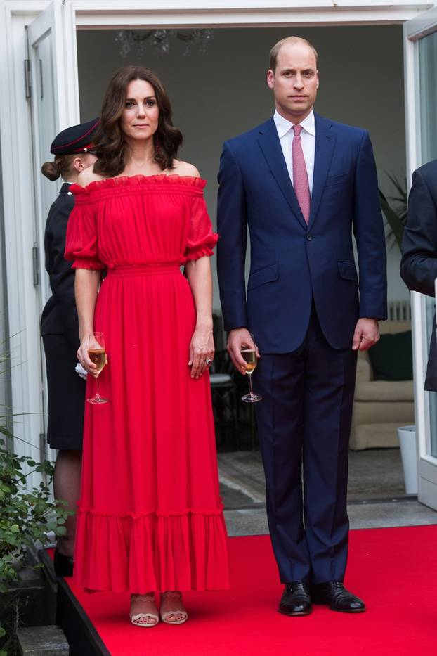 Traum frau im roten kleid
