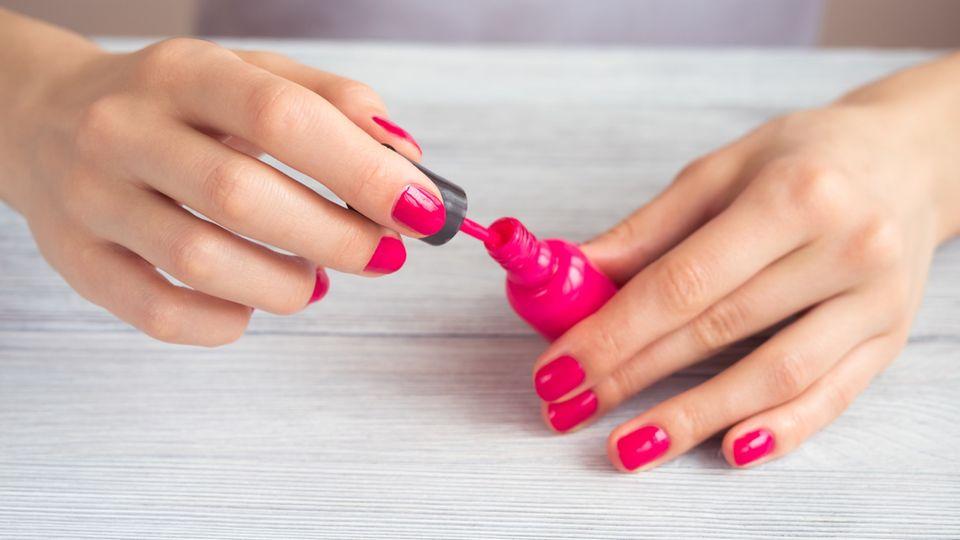 Nägel lackieren mit links – so gelingt die Maniküre