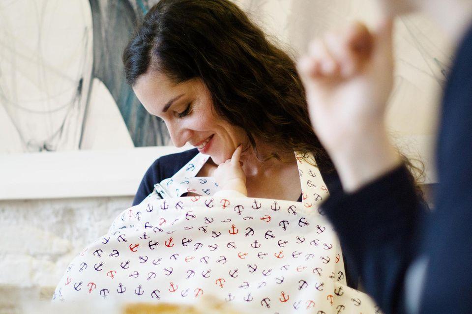 Stilltuch nähen für ungestörte Mutter- und Baby-Zeit