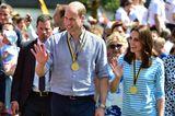 Kate und William grüßen nach der Regatta
