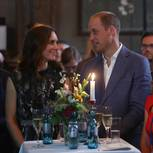 William und Kate gucken sich verliebt an