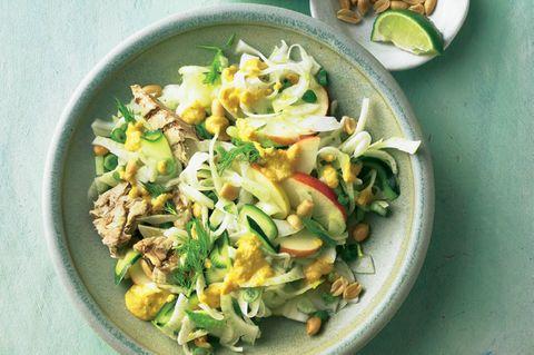 Fenchel-Erdnuss-Salat mit Makrele