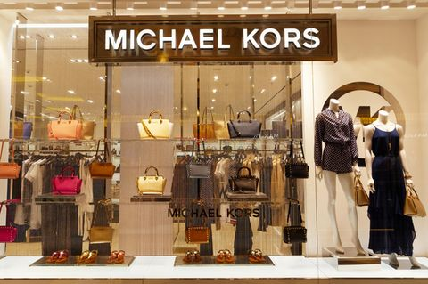 Michael Kors Schaufenster mit Taschen