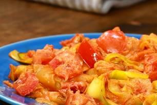 Zoddles mit Tomatensoße