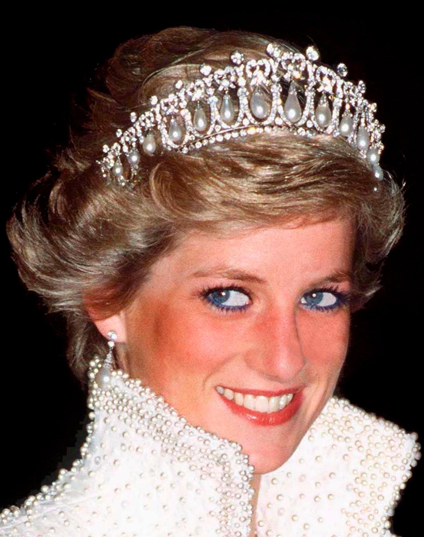 Prinzessin Diana trägt blauen Eyeliner