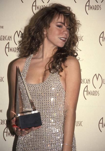 Mariah Carey trägt Bronzer auf Wangen