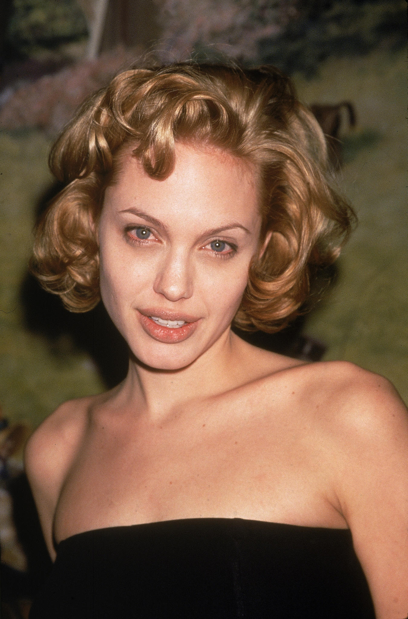 Angelina Jolie trägt dünne Augenbrauen