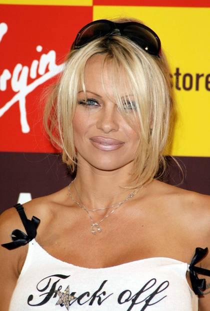Pamela Anderson trägt braunfarbenen Lipliner