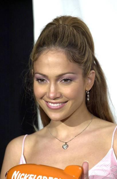 Jennifer Lopez trägt metallischen Lidschatten