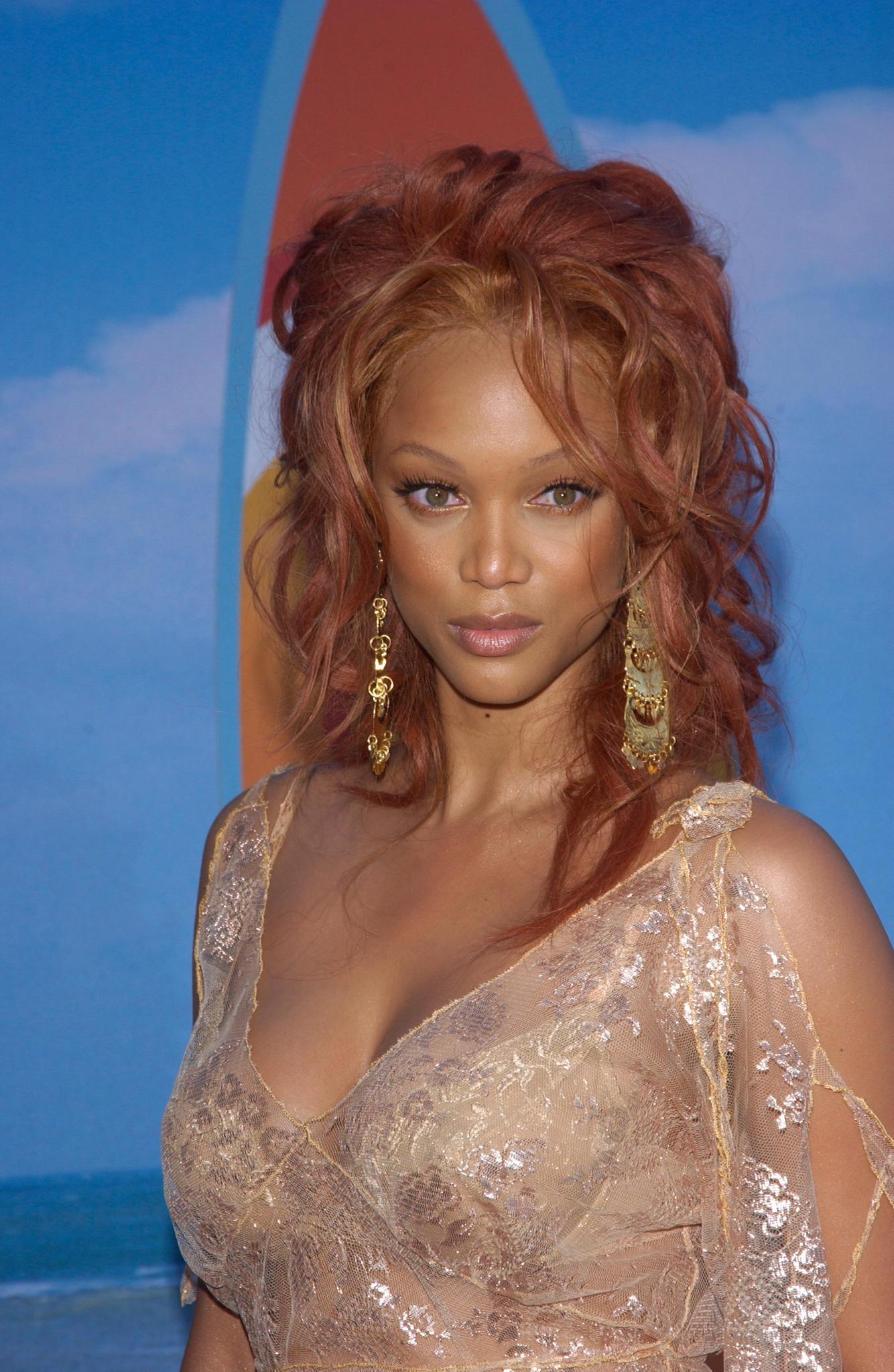 Tyra Banks trägt den bronzing look