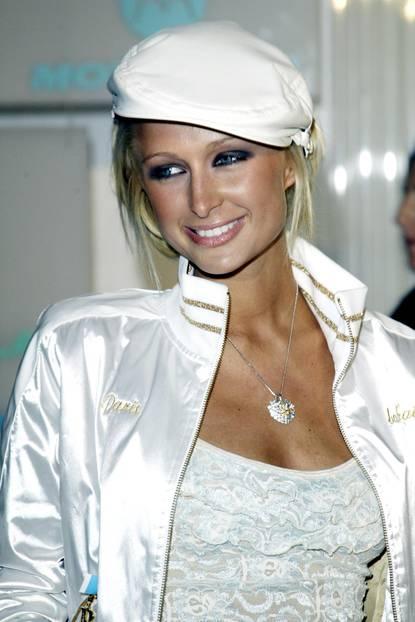 Paris Hilton trägt smokey eyes
