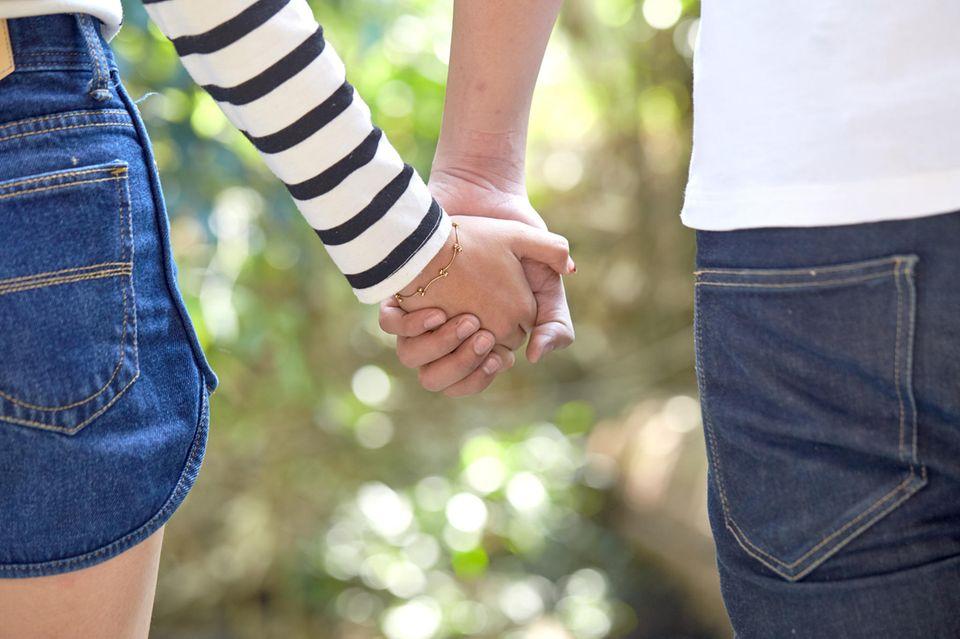 Halten freundschaft händchen nur händchen halten/documents.openideo.comschaft?