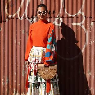 Frau mit Bambustasche