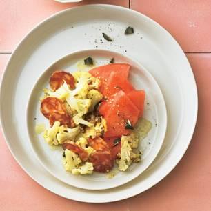 Gerösteter-Blumenkohl-Salat mit Melone und Chorizo