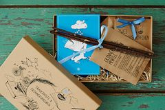 Trauerbegleitung in a Box: Box auf Tisch