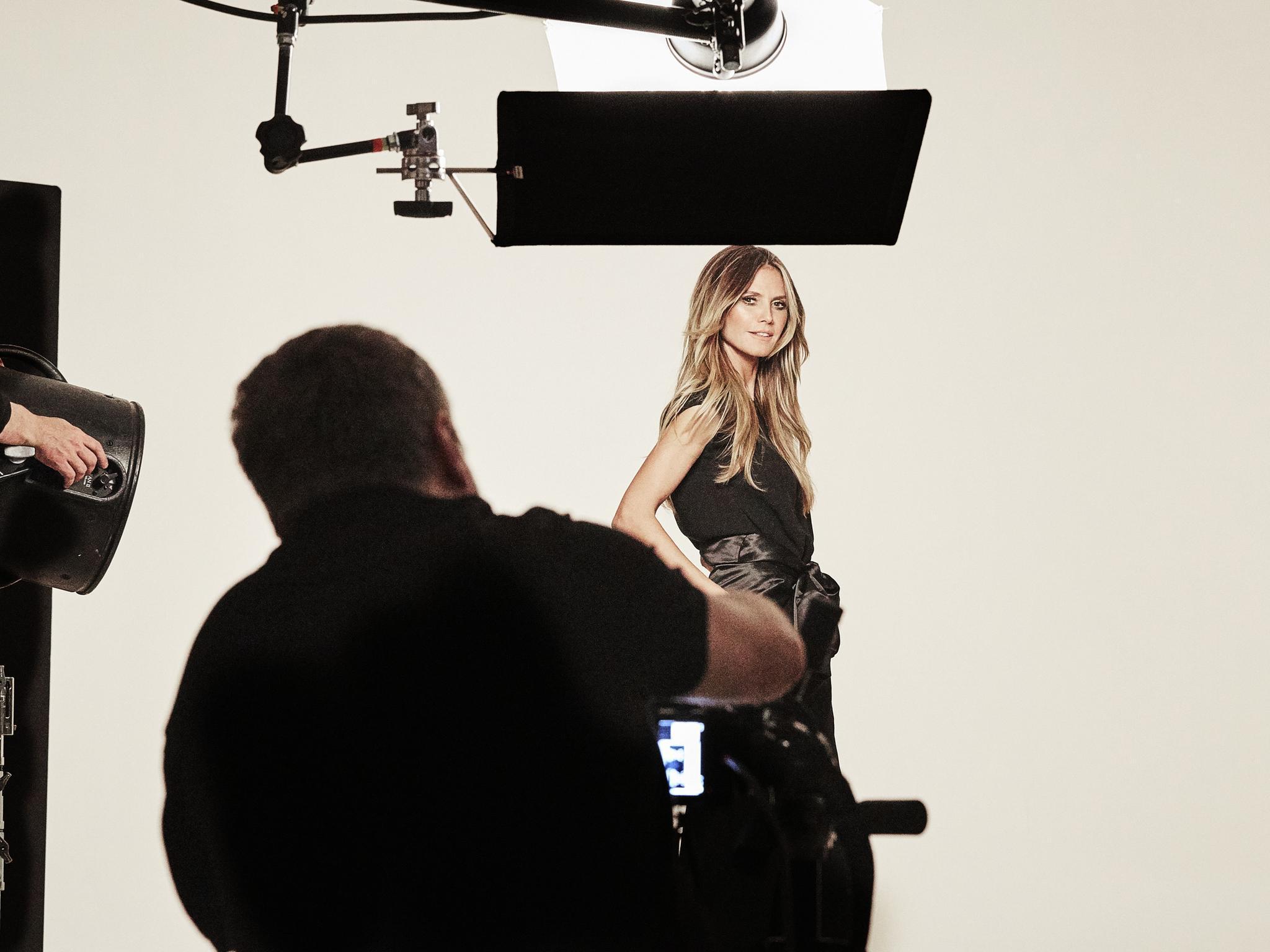 Heidi Klum posiert für ihre Lidl-Kollektion