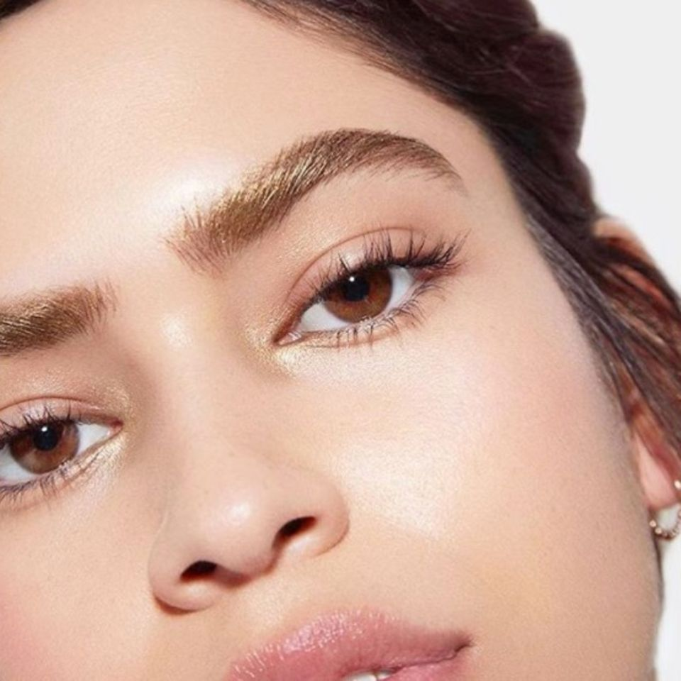 Golden Girl: Ist das der hübscheste Augenbrauentrend des Jahres?