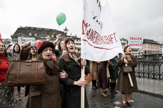 Auf einer Demo in Zürich spürt Nora zum erste Mal, wie es sich anfühlt, eine Stimme zu haben.