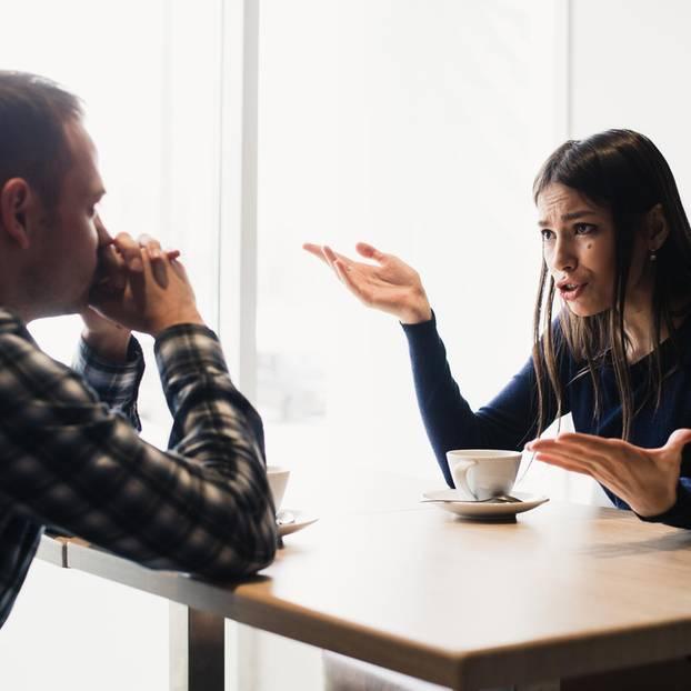 Konfliktstufen: Mann und Frau diskutieren