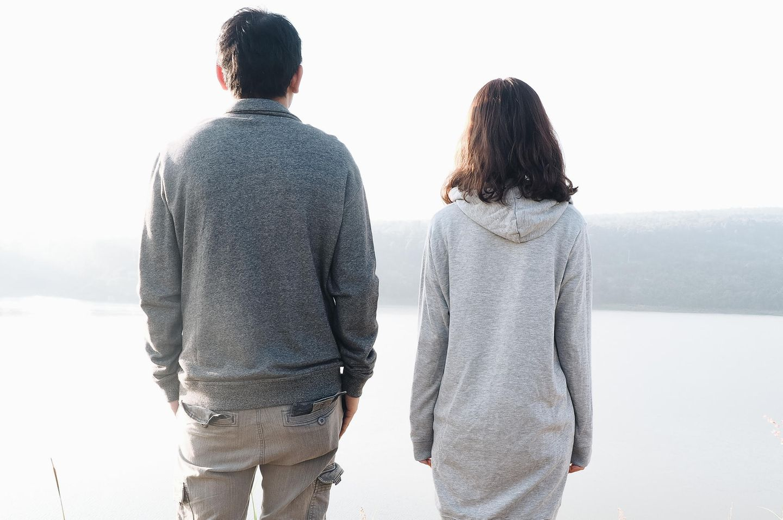 Scheidung: Paar am See