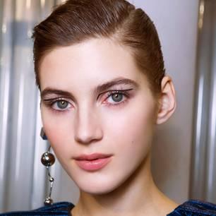 Modelle tragen auffälligen Eyeliner