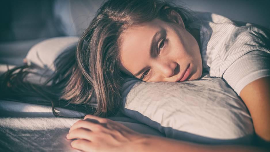 Mit diesen 7 Tricks schläfst du im Sommer trotz Hitze gut!