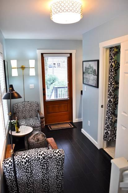 Drinnen sorgen schöne Farben und Möbel für eine freundliche Atmosphäre. Ab 64 Euro/Nacht unter www.airbnb.de/rooms/6863511