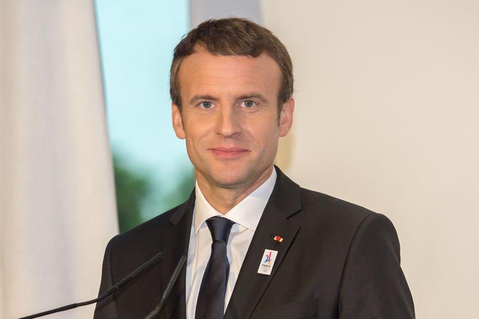 News: Emmanuel Macron in der Kritik - gibt er zu viel Geld für Schminke aus?