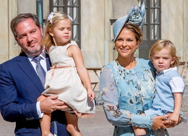 Hurra, das erste Foto des kleinen Schweden-Prinzen ist da! ?