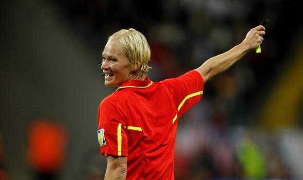 Bibiana Steinhaus: Schiedsrichterin nach erstem Bundesliga-Einsatz