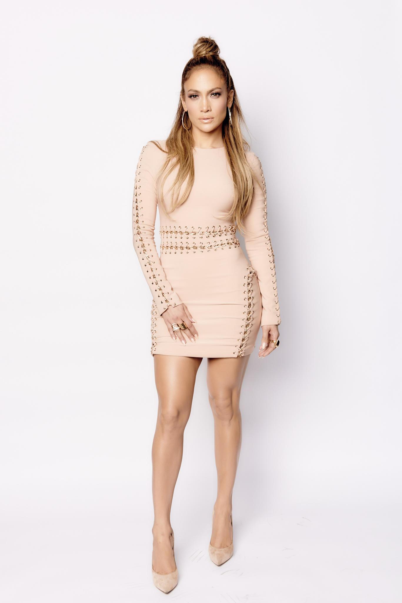 Jennifer Lopez trägt ein Minikleid von House of CB