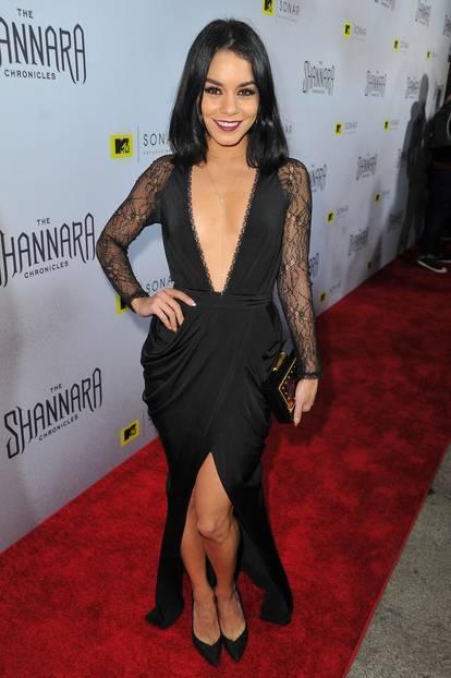 Vanessa Hudgens in einem schwarzen Kleid von House of CB