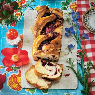 Johannisbeer-Mokka-Flechtkuchen