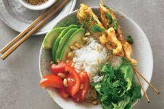 Asiatische Bowl mit Kräutersalat