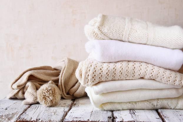 cashmere waschen so pflegt ihr pullover richtig. Black Bedroom Furniture Sets. Home Design Ideas