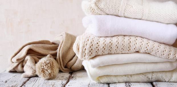 Kaschmir waschen: Pulloverstapel
