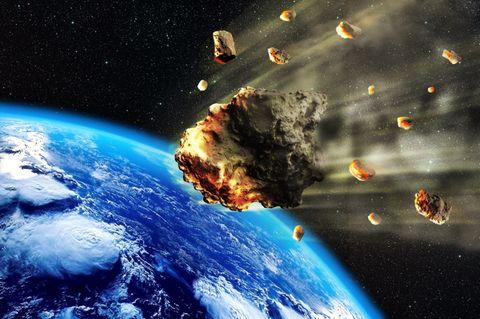 Riesiger Asteroid rast auf Erde zu!