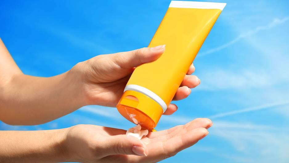 Darum solltest du Sonnencreme-Reste nicht wegwerfen