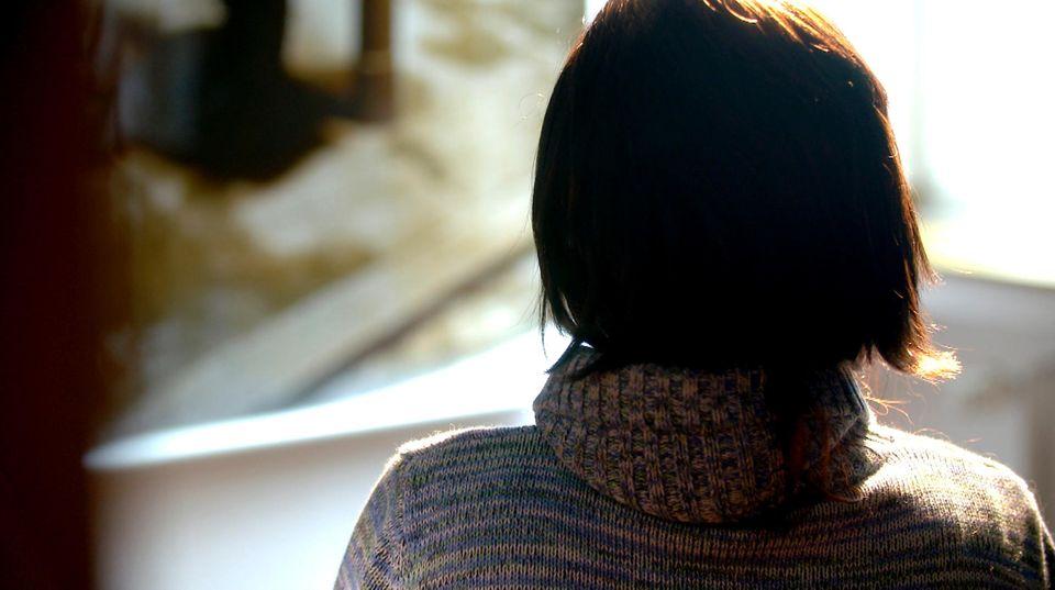 Loverboys: Frau dreht den Rücken zu