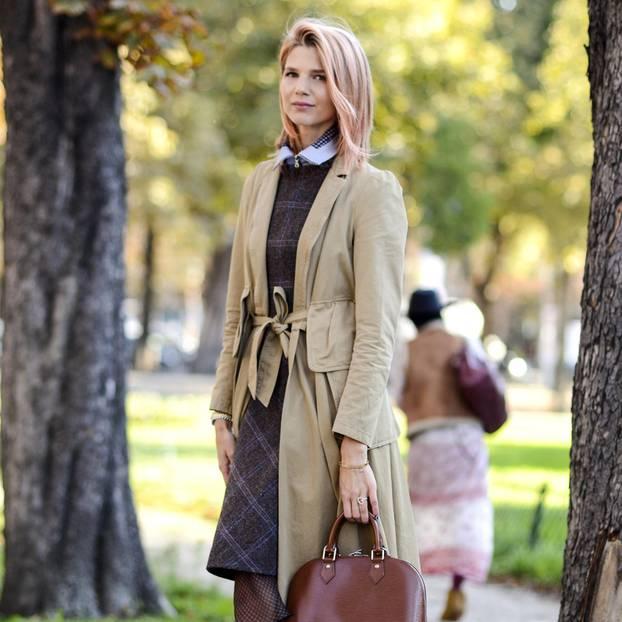 Frau mit Mantel